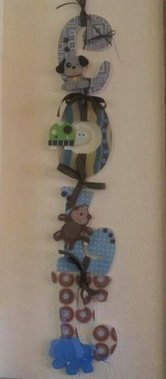 I made this for my friends baby shower. To use on her hospital door instead of a mum.