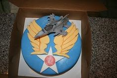 Love this cake which is a tribute to the amazing men and women in the military. Cake is by, cakesbyjyl.blogsp...