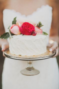romantic wedding cake // photo by Nessa K // http://ruffledblog.com/apple-orchard-wedding-inspiration