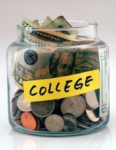Money 101 for the College Student: How to Manage Your Finances in College #UNLMoveIn