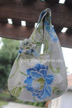 We love how @Julie used @Waverly fabric to #waverize this pretty reversible tote!