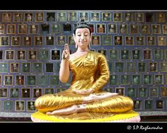Thai Buddhist temple in Penang..  stonebuddhastatues.com