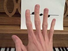 FreePianoLessons4Kids.com Lesson 1: High & low notes, white & black keys, learning your first song.