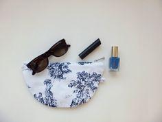 Zipper case clutch / Cosmetic pouch / Makeup bag