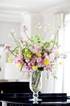 Spring flower arrangement | photography by http://www.jenlynnephotography.net/