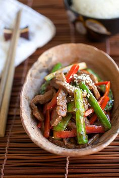 Asparagus Beef, simple stir-fry with your favorite brown sauce. Quick and easy recipe and dinner is ready in 15 minutes! http://rasamalaysia.com