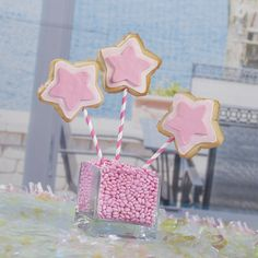 These adorable #princess wands feature our pink straws, & your cookies!