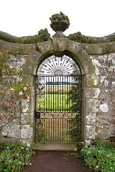 Garden gate, Scotland - I've actually seen similar looks in screen doors, might be do-able (though you'd need the stone wall to really pull it off lol) #wrought #iron #garden #gate ≈√