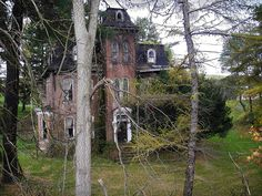"""Old house, It's in Brownsville, PA, in Washington County (about 35 miles south of Pittsburgh) on The National Pike (Rt. 40). It's just down the road from a restaurant called Hugo's. See more images on theknownuniverse.us  """"Historic Home of Jonathan Knight (1787-1858)""""  The brick part was built in 1870 by Oliver Knight Taylor - a Brownsville banker. Knight built much of the National Road (Pike) in Washington County & was the first Chief"""