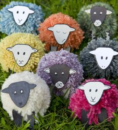 sheep pompom, large group craft, knutsels boerderij, lente knutselen, school art installation, sheep art project