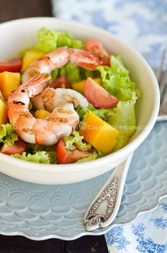 Mango and shrimps salad