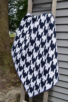 LOVE this houndstooth quilt by newlywoodwards