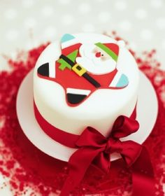 Santa cakes, cupcakes and pops on Pinterest Christmas ...