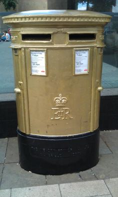 Leeds gold postbox for Olympic Boxer Nicola Adams via @FontPicker