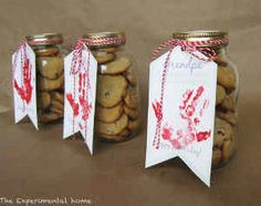 Get caught red-handed...giving a gift to Dad! These mason jar gifts include a delicious cookie recipe PLUS free printables you can use!