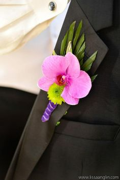 loving this colorful boutonniere designed by Parie Designs #groom #groomsmen #boutonniere #wedding http://www.secretgardenfineflowers.com/