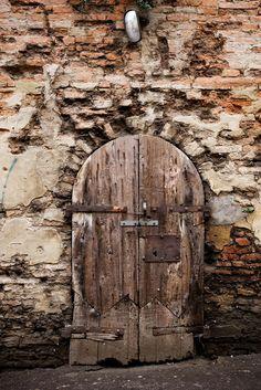 old wooden door at mercato coperto di cesena - emilia romagna, italy by http://www.flickr.com/photos/zanotti