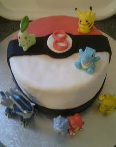Pokemon Pokeball birthday cake