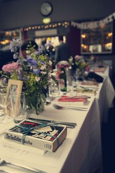 #wedding #tablesettings #vintage #bookworm Such a cool idea! Vintage books as table settings.