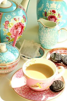 I love this china tea set!!