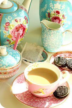 I love this china tea set!!