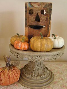 love this...perfect for saving the pumpkins for november  decorating