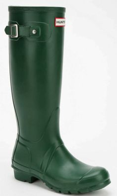green Hunter boots  http://rstyle.me/n/qfzhnpdpe