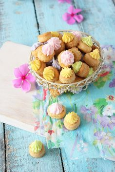 We love these colorful little Iced Gems...wouldn't they be sweet for a shower or party?