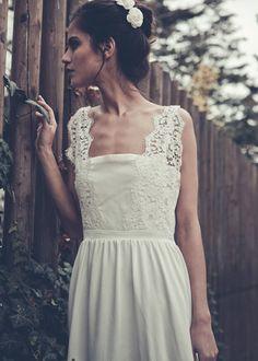 #Gorgeous French wedding dress. (Laure de Sagazan)  #Fashion #New #Nice #SparkleDress #2dayslook  www.2dayslook.com