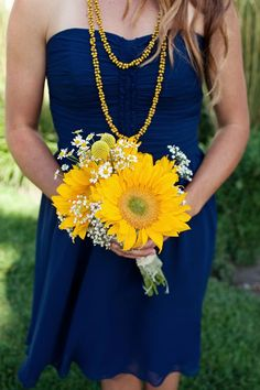 Blue and Yellow | http://my-flower-arrangement-inspiration.blogspot.com