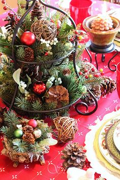 plate racks, christmas centerpieces, holiday centerpieces, christmas tables, rustic christmas, house interior design, christmas brunch, christmas table settings, kitchen stuff
