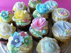 Mother's Day Cupcakes - by LittleAppleCakes