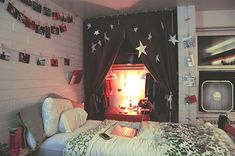 photo hanging, hanging pictures, cozy bedroom, star, closet desk
