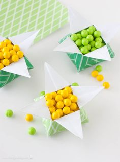 "Make a quick & easy ""Pot of Gold"" candy box with this free printable origami paper & video tutorial!  #origami #paper"