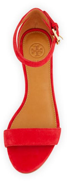Tory Burch wedge sandals http://rstyle.me/n/khtndnyg6