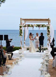 Altar al borde del mar. www.weddingplanners.com