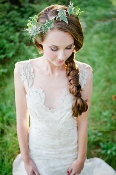 twisted side braid  Photography by leilabrewsterphotographyblog.com.Wonderful! Больше вдохновения на weddywood.ru