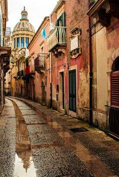 ragusa, southern california, italia, travel photos, street