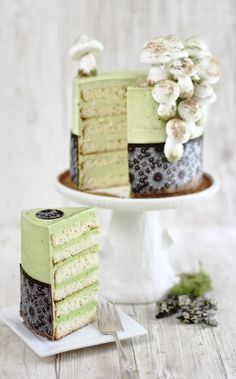 Matcha-Almond Layer Cake with Meringue Mushrooms. #food #cakes #green_tea #spring
