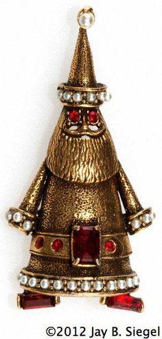 Hollycraft Santa pin