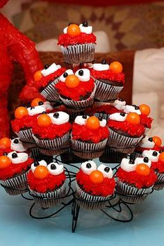 More Elmo cupcakes, slightly different decorations.