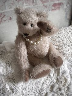 animals, teddi bearsbewar, ladi bear, teddy bears, pearls, babi bear, cuddl bear, huggi bear, beren