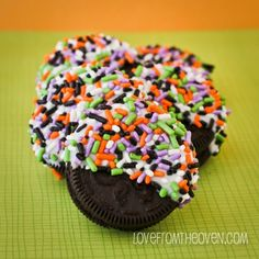 Easy halloween treat!  Chocolate Dipped Halloween Oreos by Love From The Oven