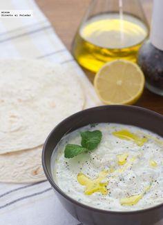Receta de tzatziki griego de yogur. .