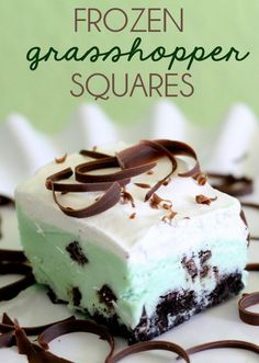 Frozen Grasshoper Squares. So easy and has oreos, chocolate, and mint ice cream! YUMMY! { lilluna.com } #chocolates #sweet #yummy #delicious #food #chocolaterecipes #choco #chocolate