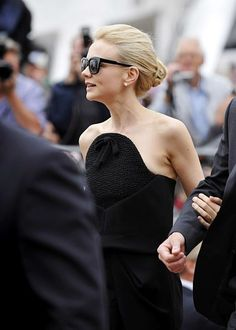 Carey Mulligan's chignon + black dress = sleek perfection.