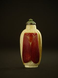A CARVED HORNBILL SNUFF BOTTLE