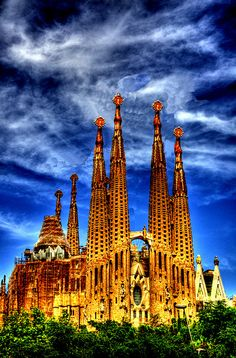 shared via nutiva.com - What a beautiful building, and great light! La Sagrada Familia, Barcelona - Antoni Gaudi
