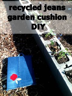 Garden cushion from old jeans!!   http://punkprojects.blogspot.ca/2012/04/recycled-blue-jeans-garden-cushion-diy.html LOVE THIS IDEA and will be making one!