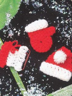 Free Crochet Christmas Pins Pattern.